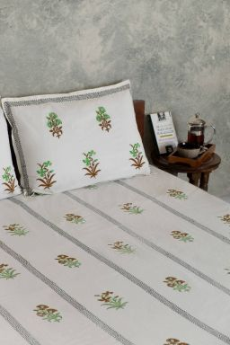 ParakeetFloral Motif Double Bedsheet with Pillow Covers