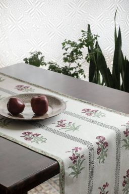 Cerelia Viridis Table Runner
