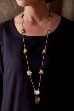 Shaarvi Necklace