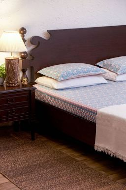 Hyacinth Bedsheet (With Pillow Covers)