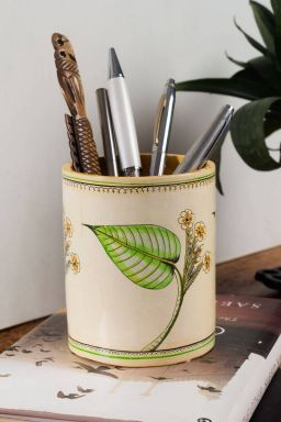 Awoora Leaf Motif Pen Stand