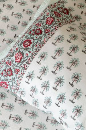 Tamira Palms Double Bedsheet with Pillow Covers