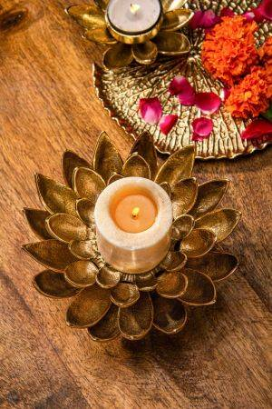 Amod Waterlily Candle Stand