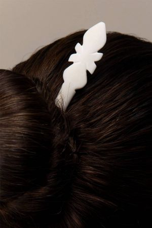 Kamya Hand-Carved Hairpin